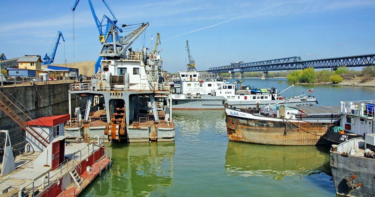 ДДФ Русе се занимава с пристанищни дейности